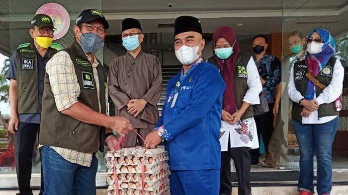 Geber IKA Unmul Serahkan 1.250 Paket Sembako, Khusus untuk Warga Kukar Terpapar Covid-19