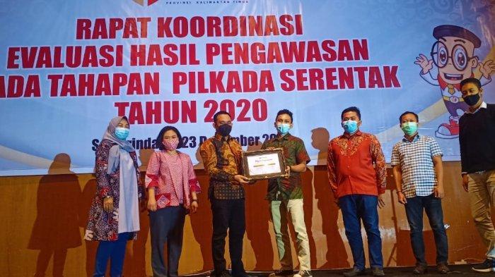 Bawaslu Kutai Kartanegara Raih Penghargaan Analisa Hukum Terbaik