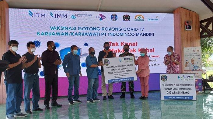 Bantu Pemkot Bontang, PT IMM Gelar Vaksinasi Gotong Royong dan Serahkan Bantuan Sembako hingga Alkes