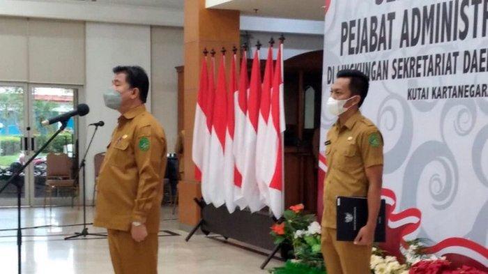 Sekretaris Kabupaten Kukar Sunggono Pimpin Sertijab 20 Pejabat di Tenggarong