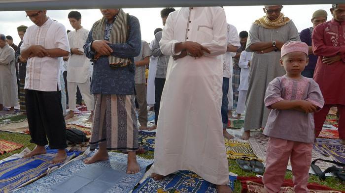 LENGKAP Bacaan Niat Sholat Idul Fitri Sendiri dan Berjamaah, Bahasa Arab, Latin dan Artinya