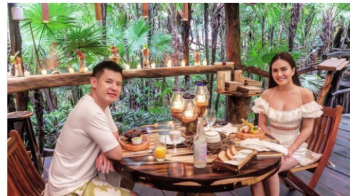 Shandy Aulia dan sang suami saat berlibur ke Meksiko.