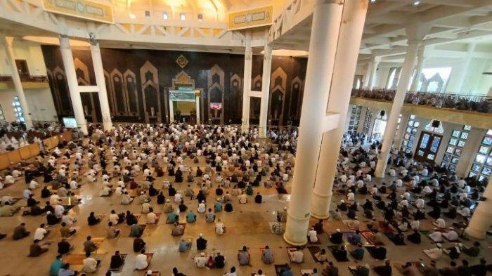 Sholat Idul Fitri di Masjid Baitul Izzah Kota Tarakan Kalimantan Utara berlangsung tertib dan menerapkan prokes ketat, TRIBUNKALTIM.CO, ANDI PAUSIAH