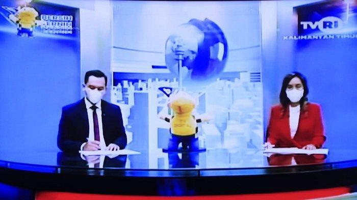 HUT TVRI 24 Agustus, Rumah Mirip Bioskop Ramai-ramai Nonton Pertandingan Rudy Hartono di Televisi