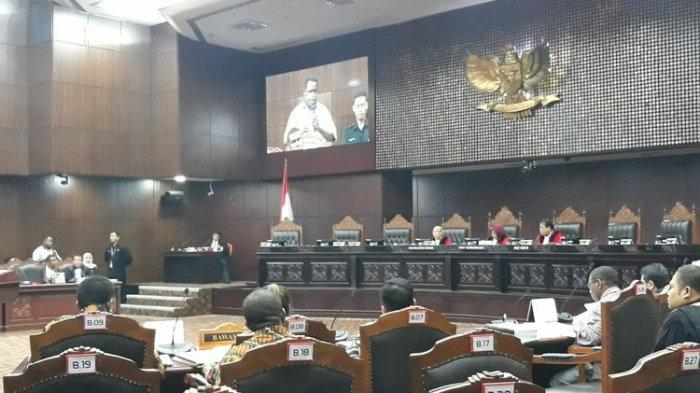 Hakim MK Naik Pitam, Ancam Usir Pengacara Saat Sidang Sengketa Pileg, Ruangan Seketika Hening
