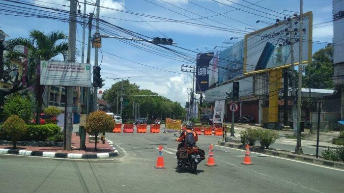 7Jalan Utama Kota Balikpapan Ditutup, Ojol Hanya Boleh Ambil & Antar Orderan Barang, Ini Suasananya