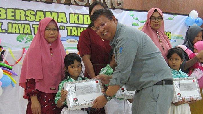 KIDECO Bagikan Hadiah untuk 1.833 Siswa Berprestasi