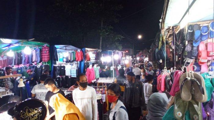 Pasar Klandasan Balikpapan Malam Ini Terpantau Padat, Pengunjung Nyaris tak Berjarak
