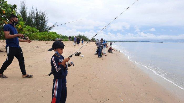 Ratusan Pemancing Ramaikan Lomba Mancing di Pantai Nipah-nipah, Rebut Hadiah Jutaan Rupiah