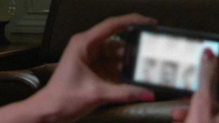 Foto Tanpa Busana Janda Setengah Baya Disebar Mantan Pacar di Fecebook, Sang Anak Lihat Pertama Kali