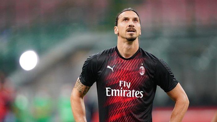 Striker AC Milan asal Swedia Zlatan Ibrahimovic. Setelah curhatnya viral di Twitter, Zlatan Ibrahimovic akhirnya dapat kabar baik soal masa depannya di AC Milan.