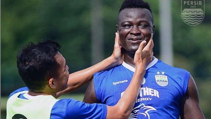 Mental Ezechiel N Douassel Dikritik Pelatih Legendaris Persib Bandung, Indra Thohir