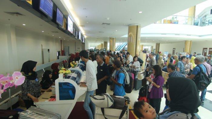 Suasana Counter Check In Bandara APT Pranoto Samarinda beberapa waktu lalu.