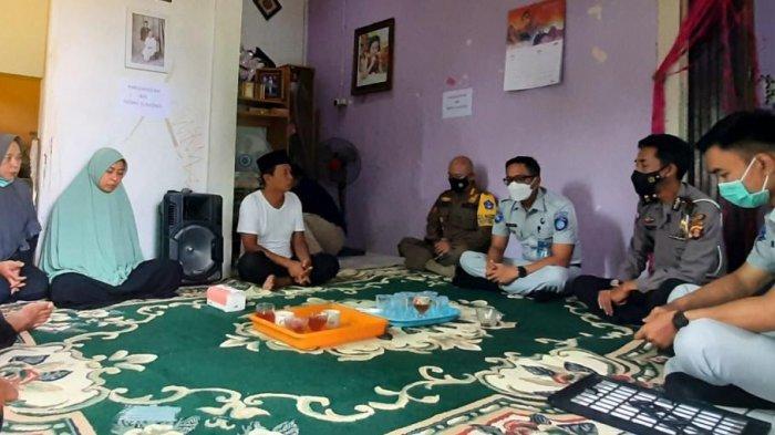 Keluarga Anggota Satpol PP Kukar yang Tewas Kecelakaan Terima Santunan dari Jasa Raharja