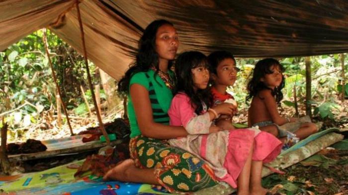 Presiden Jokowi Ajak Suku Anak Dalam Hidup Menetap