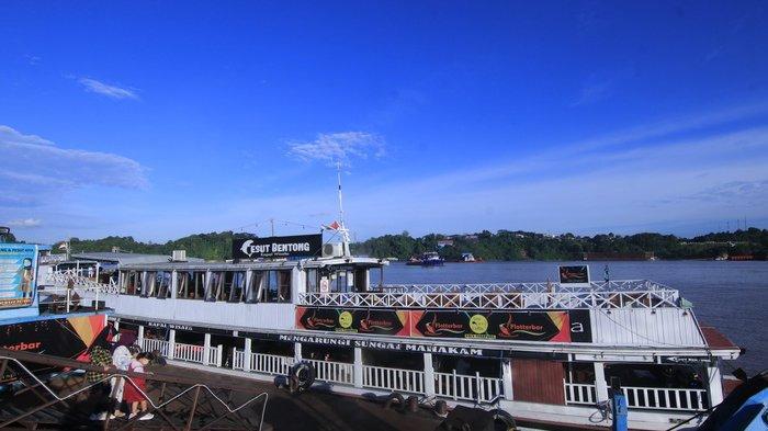 Menyusuri Pesona Keindahan Kota Samarinda dari Sungai Mahakam dengan Kapal Wisata Pesut Bentong