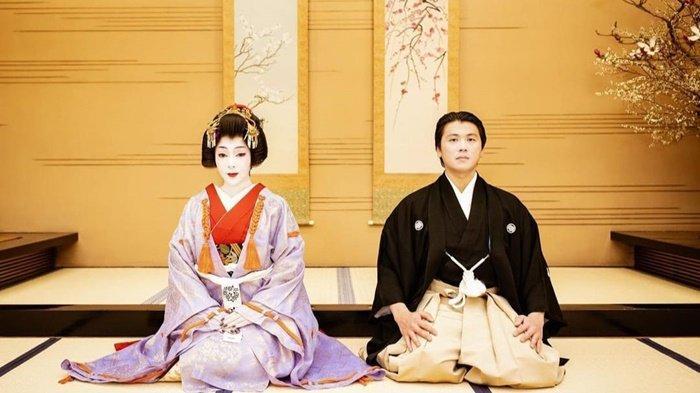 Dandan ala Geisha, Kelakukan Syahrini di Ulang Tahun Pernikahan Bikin Reino Barack Tertawa Ngakak