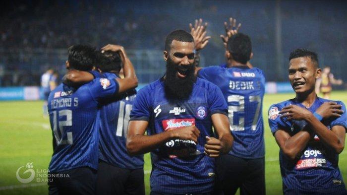 Tinggalkan Arema FC, Eks Idola Aremania Sylvano Comvalius Yakin Sukses Bareng Persipura Jayapura