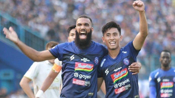 Dilepas Arema FC Sylvano Comvalius Belum Ada Peminat, Mario Gomez Bisa Tukar Ezechiel NDouassel
