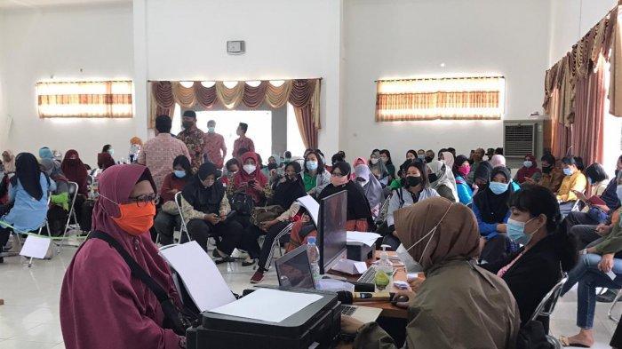 400 Guru di Kutim Kalimantan Timur Laksanakan Vaksinasi Covid-19 Tahap Kedua