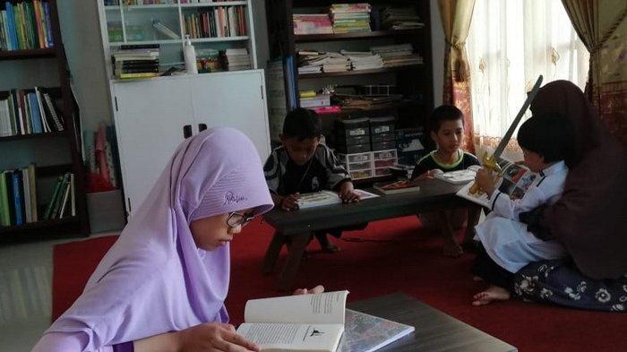 Wujudkan Budaya Literasi Keluarga, Tumbuhkan Minat Anak hingga Buka Taman Baca Pelangi di Samboja