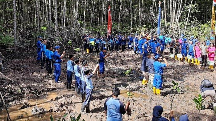 Lestarikan Lingkungan, Polda Kaltim & Kodam VI Mulawarman Ajak Pelajar Balikpapan Tanam Mangrove