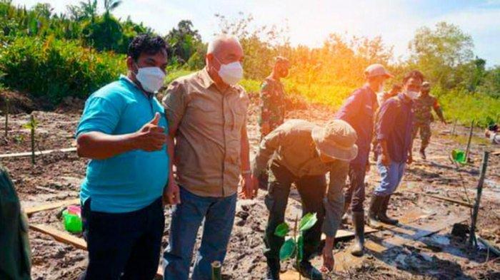 Ketua KTH Muara Badak Dukung Penuh Program Penanaman 1 Juta Mangrove di Saliki Kutai Kartanegara