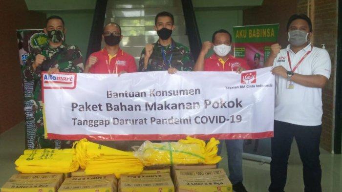 Pandemi Corona, Alfamart Bersama Kodim 1009/Pelaihari Salurkan Donasi Konsumen ke Warga