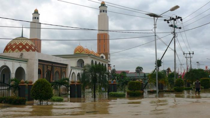 Pengungsi Banjir di Gedung Wanita Sudah 423 Orang