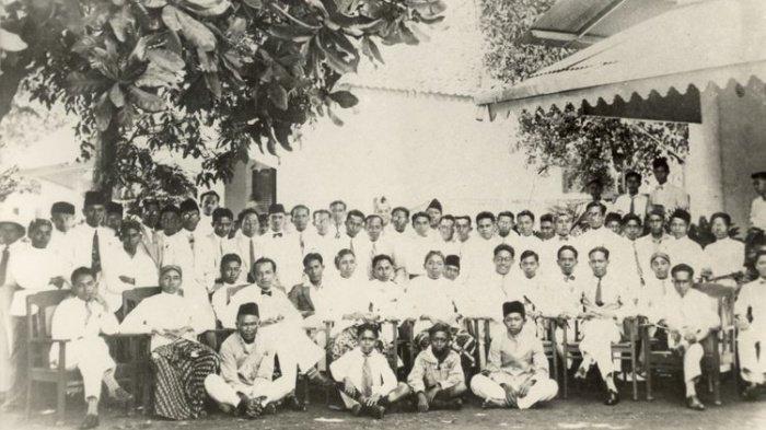 Teks Sumpah Pemuda Otentik dan Lengkap, Sejarah Lagu Indonesia Raya Diperdengarkan Pertama Kalinya