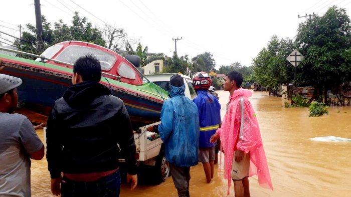 Hadapi Banjir, Jaringan Telkomsel Terus Layani Masyarakat di Kalimantan Selatan