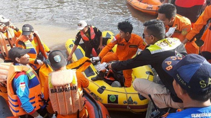BREAKING NEWS - Tim SAR Temukan Jasad Murid Kelas II SD yang Tenggelam di Sungai Karang Mumus