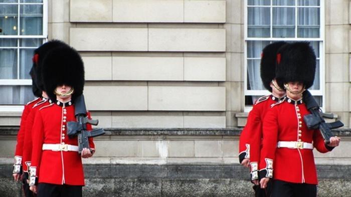Fakta - fakta Unik Penjaga Istana Inggris yang Jarang Diketahui, Ini yang Terjadi Bila Tertawa