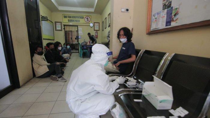 Usai Unjuk Rasa Tolak PPKM di Balikpapan, 15 Mahasiswa Diamankan Polresta dan Tes Rapid Antigen