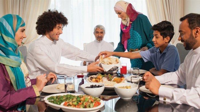 Apakah Boleh Kita Lanjut Makan dan Minum Saat Sahur Meski Sudah Imsak, Ini Penjelasan Lengkapnya
