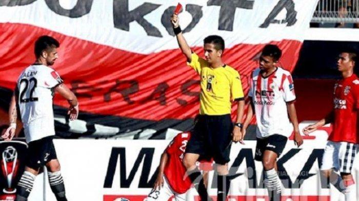 Keluarkan 59 Kartu Kuning dan 3 Kartu Merah, Thoriq Alkatiri Jadi Wasit Terbaik Liga 1 2018