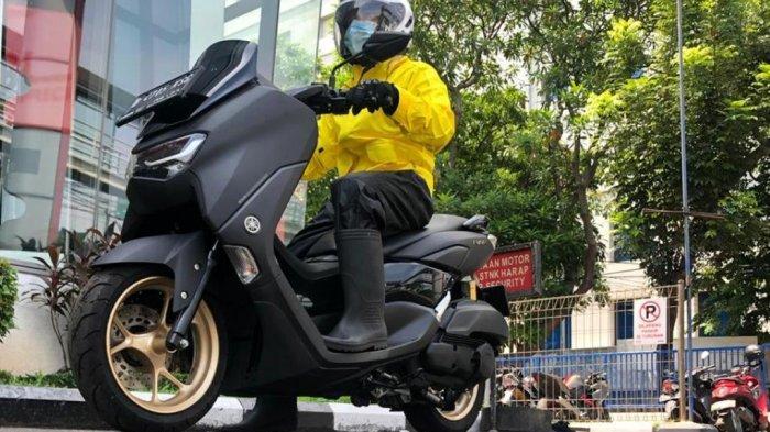 Tips Aman Berkendara Sepeda Motor saat Hujan