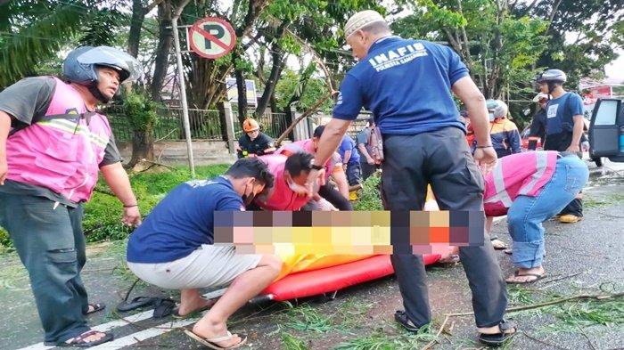 Warga di Samarinda Kaget Lihat Ada Pemuda Tewas, Diduga Tertimpa Pohon Tumbang
