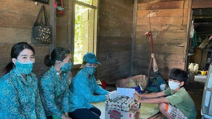 Lagi, TP PKK Kubar Bantu Dua Keluarga di Barong Tongkok dan Linggang Bigung