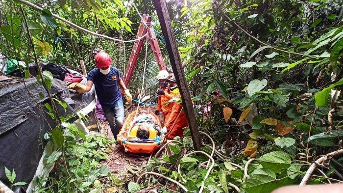 Tim SAR Gabungan Evakuasi Pria yang Menderita Sakit dari Tebing Setinggi 10 Meter di Samarinda