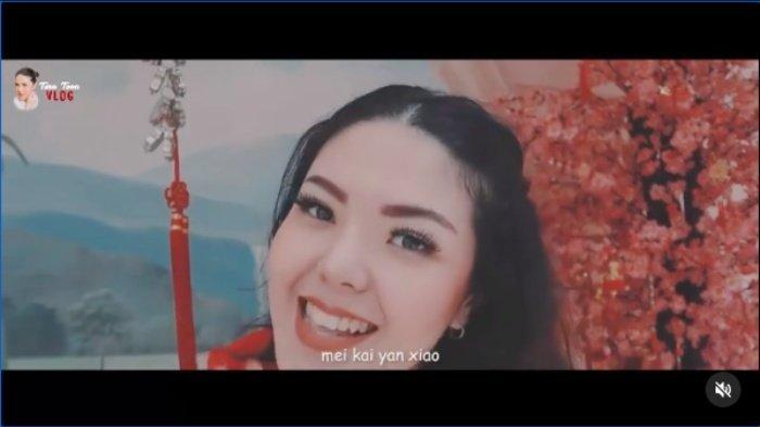 Tina Toon Kaget Dapat Angpao dari Ahok, Berapa Isi Amplop Warna Merah? BTP: Apa Harapan Tahun Ini?