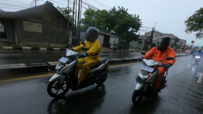 Tips aman berkendara saat musim hujan dari Yamaha.