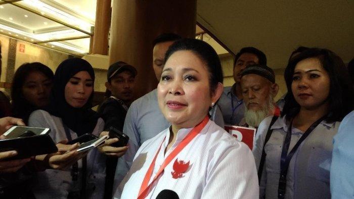 Ikut Demo di Depan Kantor Bawaslu, Titiek Soeharto Mengaku Harus Loncat Pagar