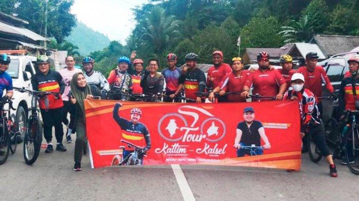 Bupati Kukar Edi Damansyah bersama rombongan saat touring lintas provinsi menggunakan sepeda, HO/Prokom