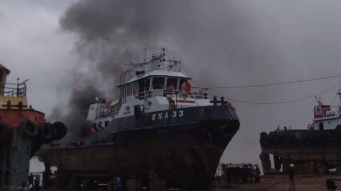 BREAKING NEWS Terdengar 2 Kali Ledakan di Sambaliung, Disusul Tugboat Terbakar Keluar Asap Hitam