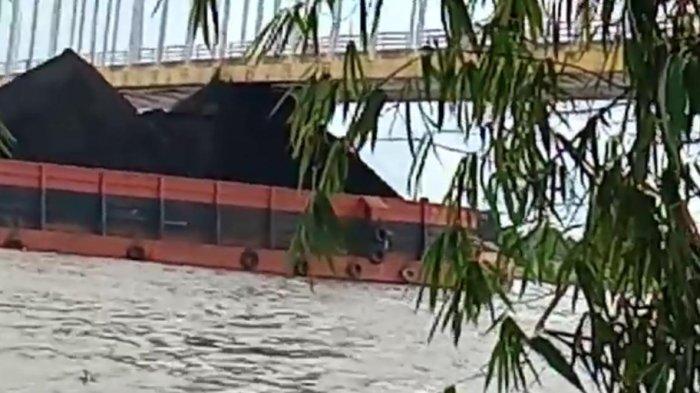 Puncak Tumpukan Batu Bara Mengenai Badan Jembatan Ing Martadipura, DPRD Kukar Angkat Suara