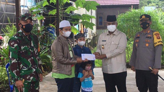 Video Call Bocah yang Adzan di Makam Ibunya di Tenggarong, Jokowi: Kiriman Bapak Sudah Sampai?
