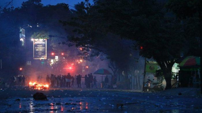 Kronologi Kericuhan Pecah di DPRD Kaltim, Mulai dari Shalawat Hingga Berkali-Kali Bunyi Tembakan - unjuk-rasa-ricuh-mencekam-kondisi-di-jalan-t.jpg