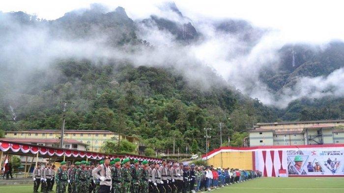 Dilanda Banjir Bandang dan Longsor, 950 Orang Gelar Upacara Bendera di Kaki Gunung