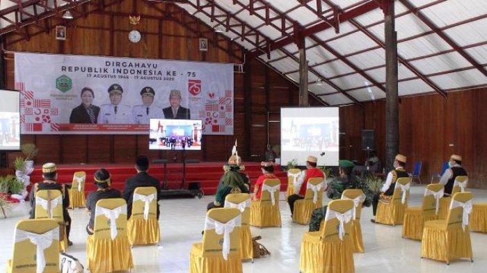 Dari Balai Adat Ujoh Bilang, Bupati Ikuti Detik-detik Proklamasi di Istana Negara Secara Virtual
